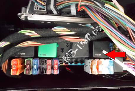 R500 Fuse Box together with Airmatic Relais furthermore 2006 Mercedes Benz R350 Fuse Box furthermore Replace also 2013 Mercedes Ml350 Battery Location. on fuse box diagram mercedes r350